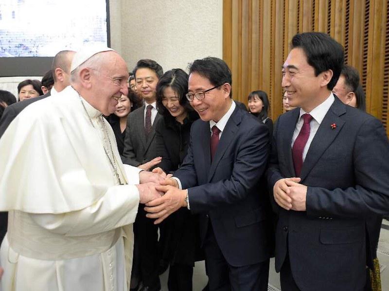 김성곤교황님과함께002