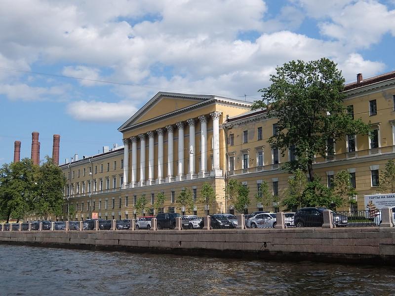 Санкт-Петербург - Желтое здание
