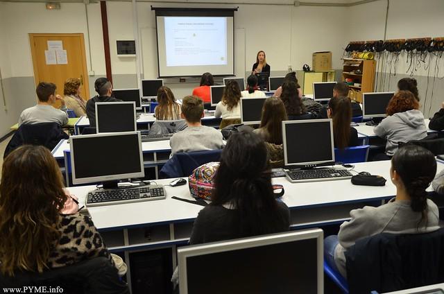 Imagen de uno de los talleres de empleabilidad impartido por CONFAES dentro del Diálogo Social de Castilla y León.