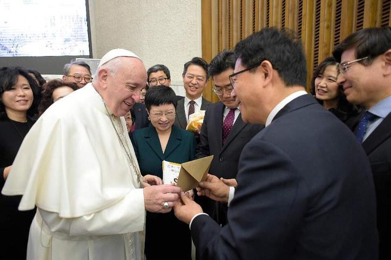 김성곤교황님과함께001