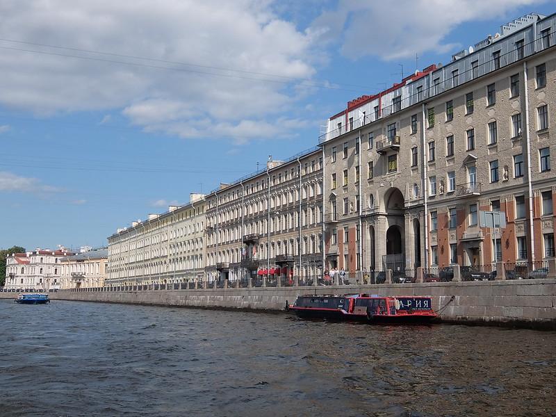 Санкт-Петербург - Здание вдоль набережной