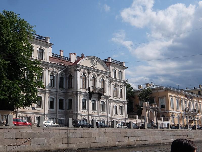 Санкт-Петербург - Дом с балконом