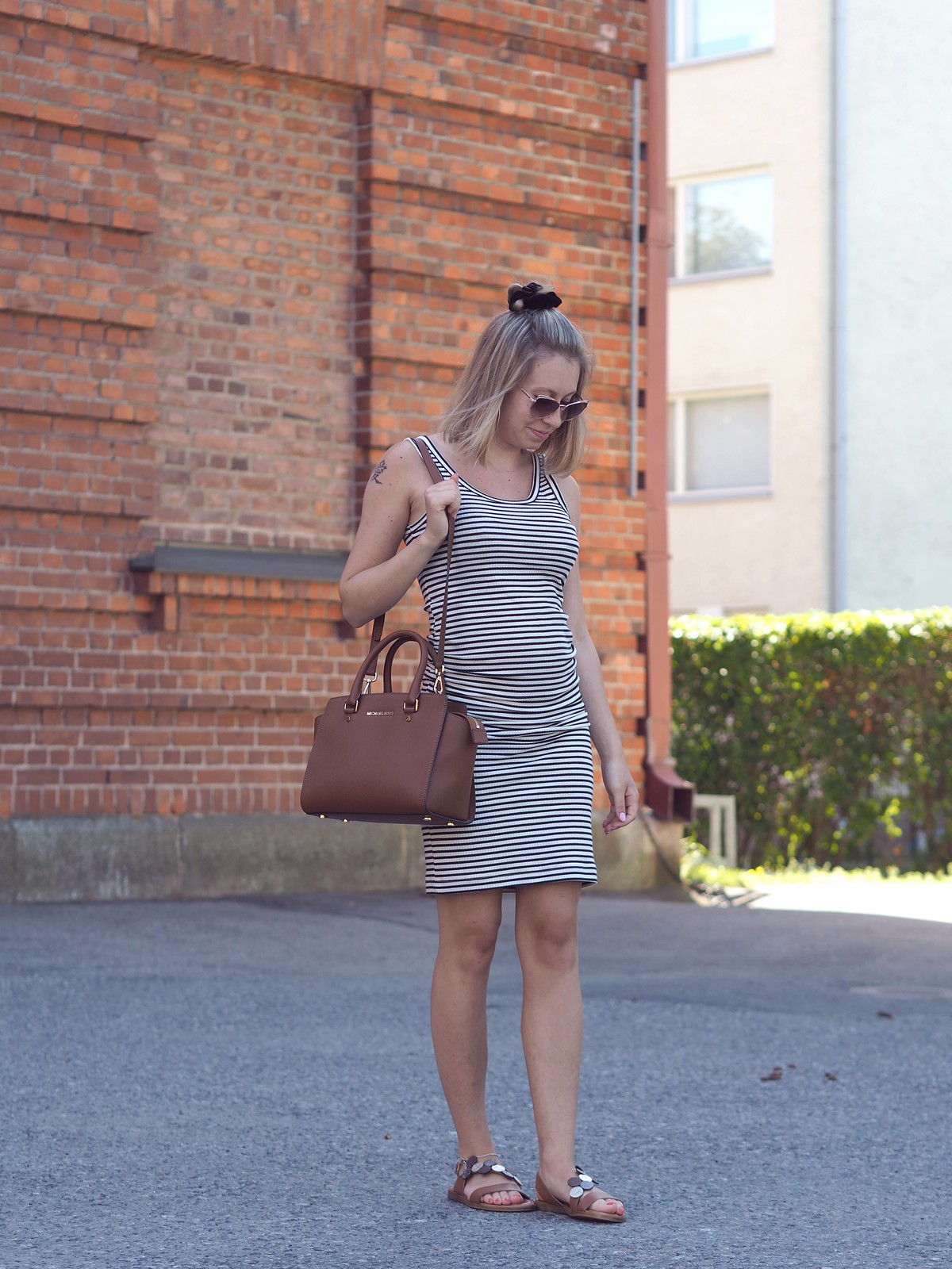 stripe dress pregnancy look