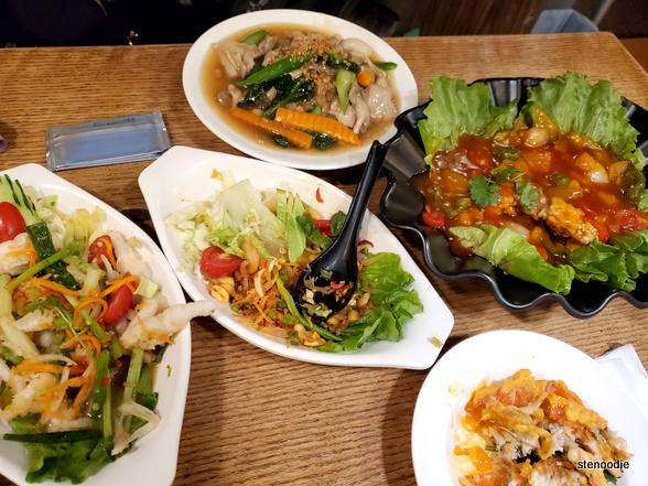Sunny Thai Restaurant food