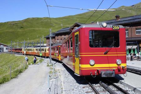 Světoznámá ozubnicová železnice na Jungfraujoch