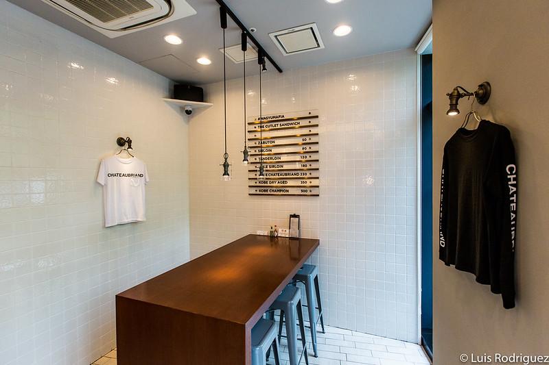 Interior de Wagyumafia The Cutlet Shop en Nakameguro
