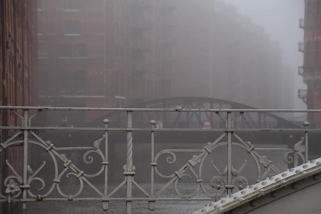 Kannengießerort-Brücke im Nebel
