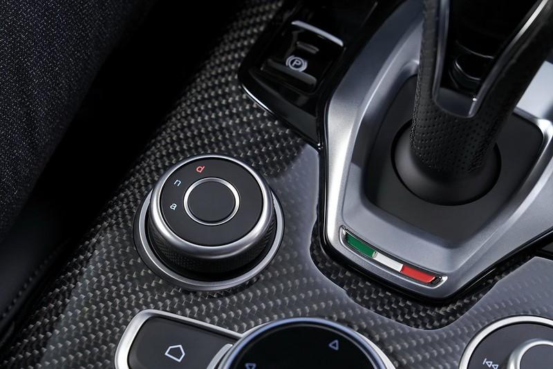 2020-Alfa-Romeo-STelvio-5