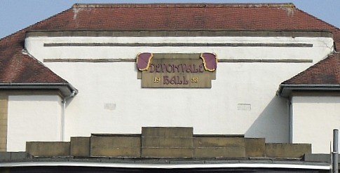 Devonvale Hall, Tillicoultry, Name Cartouche