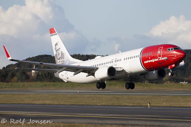 LN-DYP Boeing 737-800 Norwegian Ålesund Airport Vigra 13.10-19