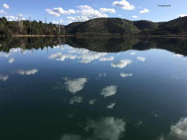 If the lake becomes a mirror. Photo taken with my iPhone, no chanches, original photo, 4,2 mm
