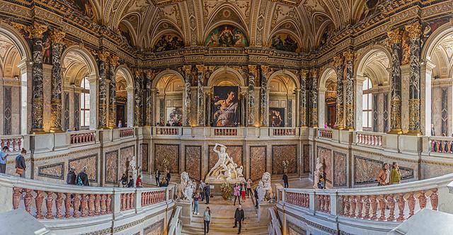 Treppenhaus im Kunsthistorischen Museum in Wien