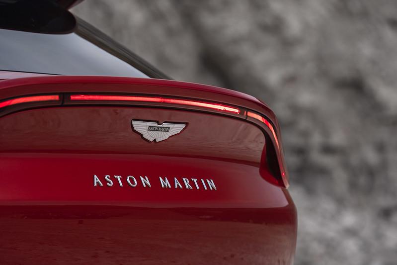 Aston_Martin_DBX16-jpg