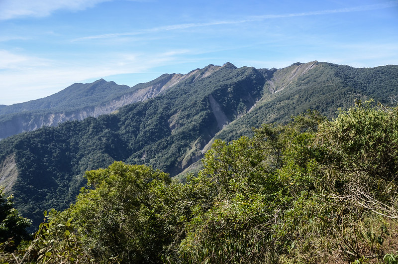 西良母嵐山稜線(H 1610 m)西眺可那部等稜線 1