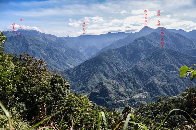西良母嵐山稜線(H 1480 m)東望群山 1-1