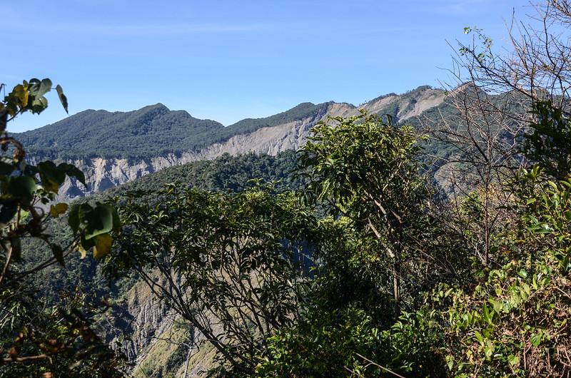 西良母嵐山稜線(H 1360 m)西眺可那部等稜線 2