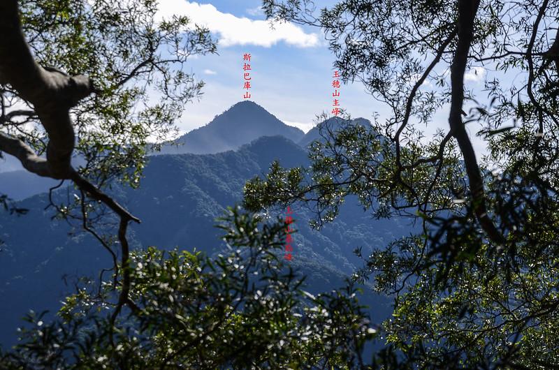 西良母嵐山稜線(H 1320 m)東南望斯拉巴庫山 1
