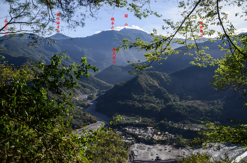 西良母嵐山稜線(H 1020 m)東望群山 1-1