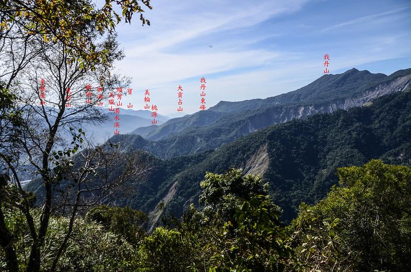 西良母嵐山稜線(H 1610 m)南眺 1