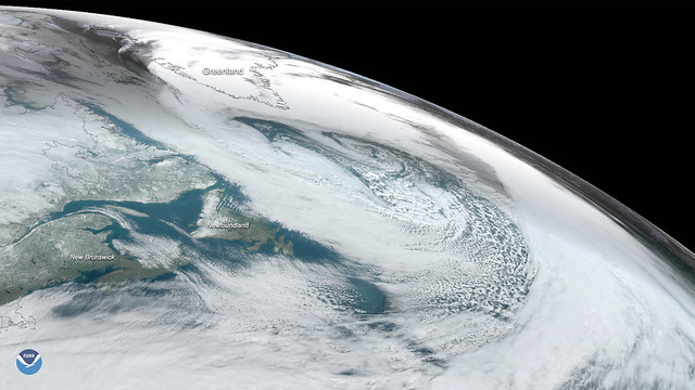 Powerful Mid-Latitude Cyclone Forms in the North Atlantic