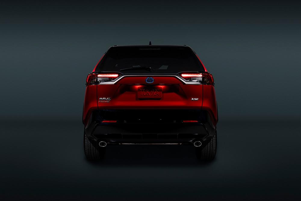 2021-Toyota-RAV4-Prime-12