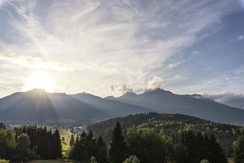 evening sunset sun sunlight sunrays rays raysoflight dusk austria mountains alps autumn fall light sky village tree nature forest hills outdoor landscape hike europe