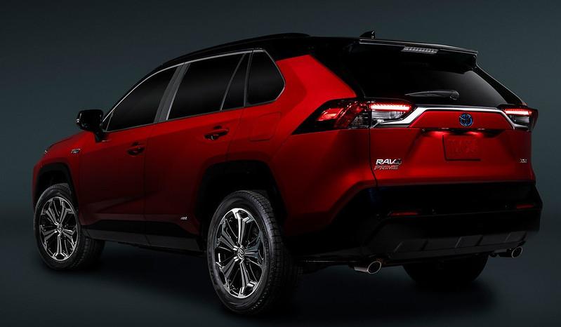 2021-Toyota-RAV4-Prime-11
