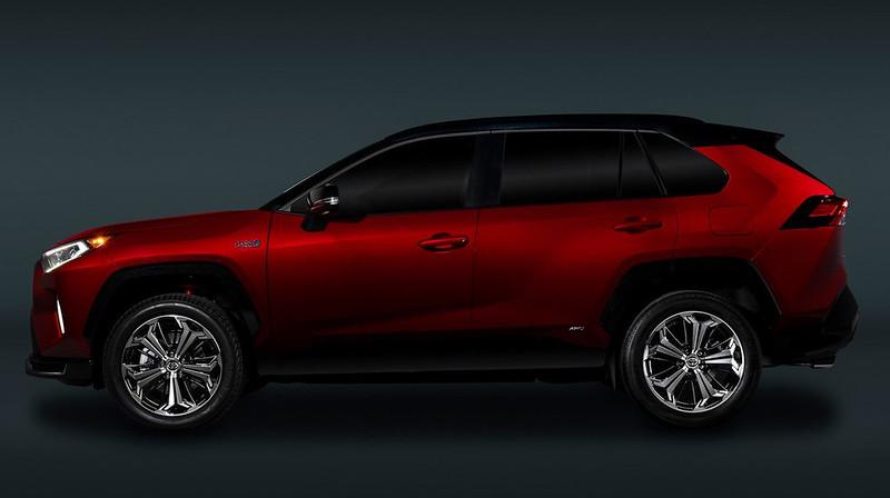 2021-Toyota-RAV4-Prime-10