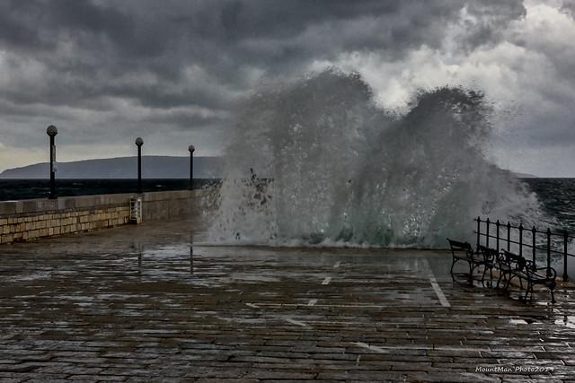 Razbijanje valova o stijene i obalu - u Lovranu (2)