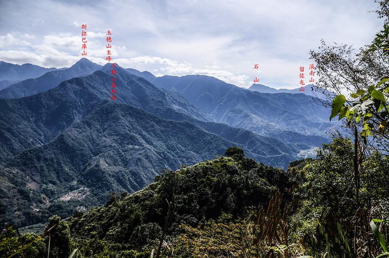 西良母嵐山稜線(H 1480 m)東南望群山 1-1