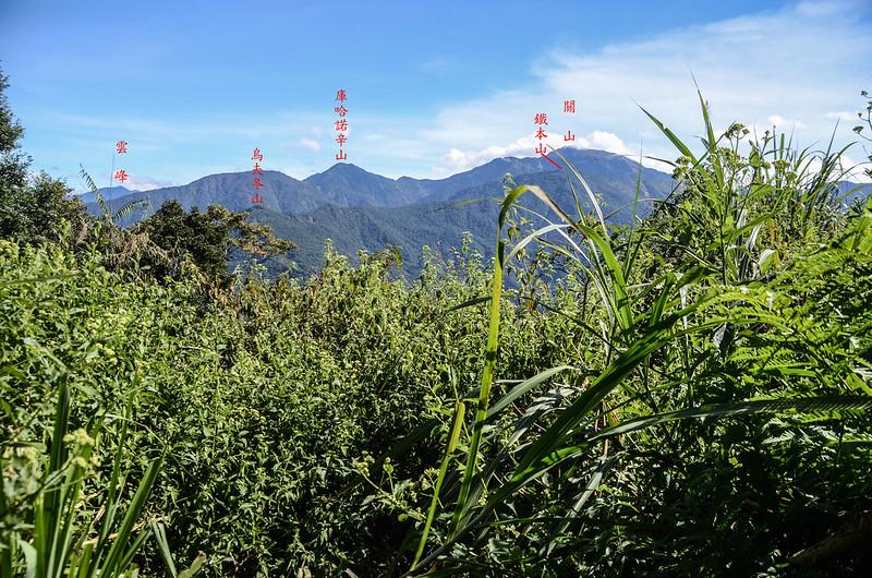 西良母嵐山稜線(H 1440 m)東望群山 1-1
