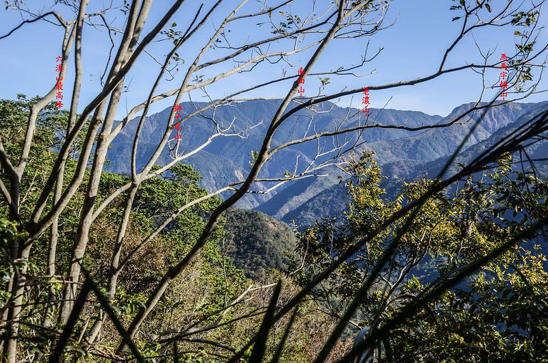 西良母嵐山稜線(H 1050 m)東北望群山 1-1