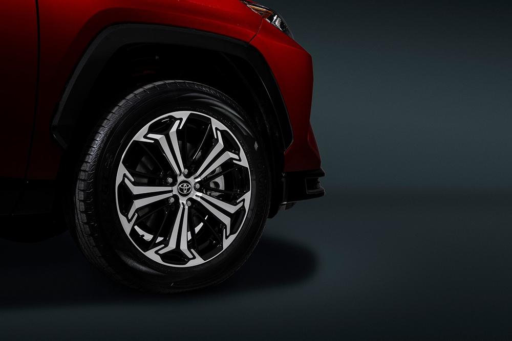 2021-Toyota-RAV4-Prime-15