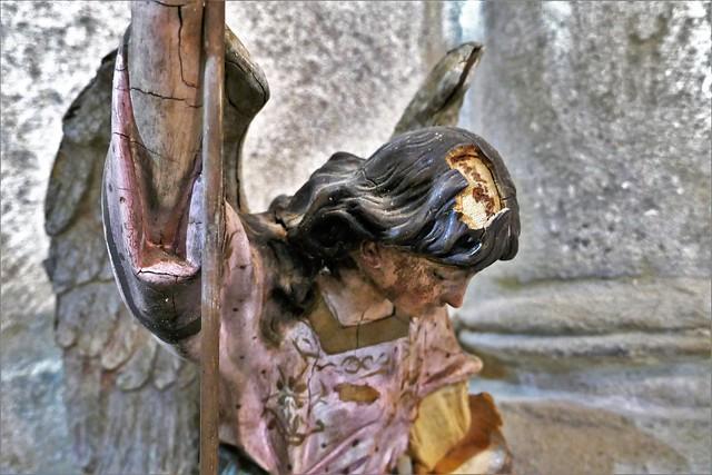 ATÁN, Pantón, Lugo, Galicia. Iglesia de San Esteban. Ángel. Detalle.