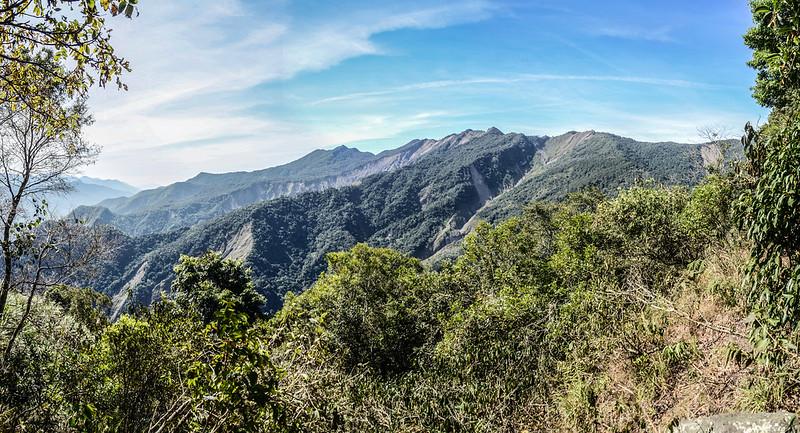 西良母嵐山稜線(H 1610 m)西眺可那部等稜線