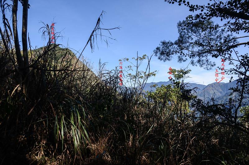 西良母嵐山稜線(H 1335 m)東北望群山 1