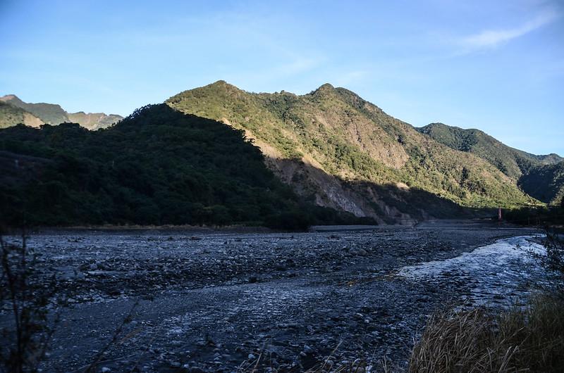 台20線西北望西良母嵐山