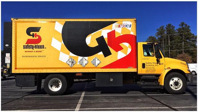Safety-Kleen Cargo Vehicle Graphics   International 2-Axle Truck