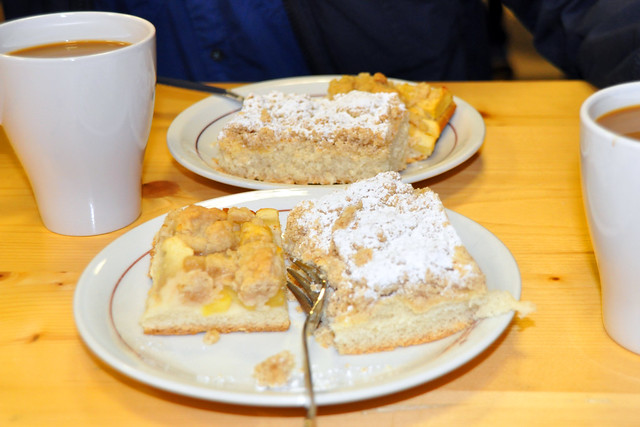 November 2019 ... Oldtimertreffen in Seidenbuch (Odenwald) ... Wie immer gibt's hier köstlichen Kuchen ... Foto: Brigitte Stolle