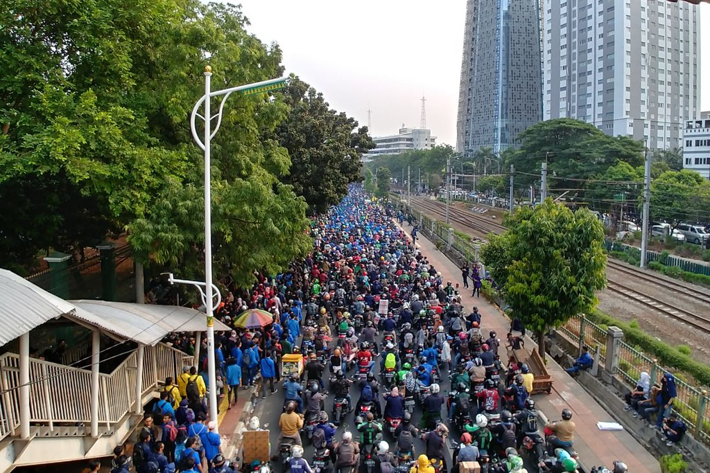 University students protest the new corruption law in Jakarta. Image by Hans Nicholas Jong/Mongabay.
