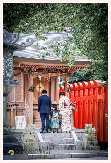 七五三 針名神社(名古屋市天白区)へお参りする家族