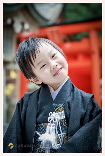 七五三 5歳の男の子 黒の羽織袴 笑顔