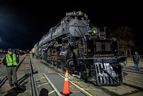 kansas ks coffeyville unionpacificrailroad unionpacific union pacific up railroad railway rail bigboy 4014 steam engine locomotive train crew police policeman officer track railyard yard crossing people night light bell