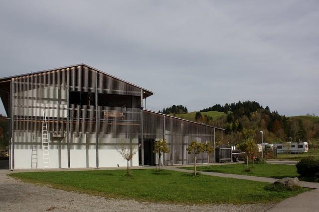 The modern facilities building (II)