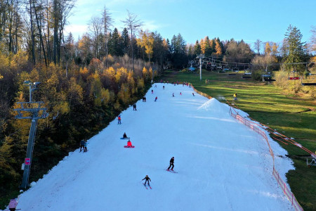 Aktuálně: sezóna v Alpách se rozjíždí, v Česku zatím v provozu jen Monínec