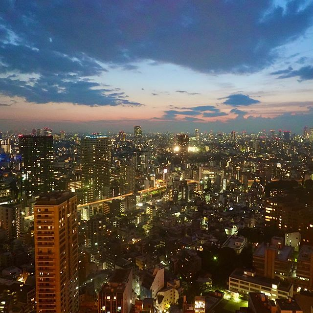A #night view from #observatory of #TokyoTower #東京タワー #tower #TorredeTokio #도쿄타워 #TorredeTóquio #ТелевизионнаябашняТокио #东京铁塔 #日本電波塔 #展望室 #東京都 #Tokyo #港区 #Minatoku #芝公園 #ShibaPark #日本 #Japan #夜 #夜景