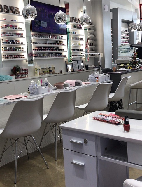 Finally having a nail spa at the salon and some mommy-me-time after having lunch with my 7yo in his school. 💕 #momlife