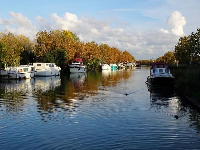Le Canal du Midi entre ombre et soleil......