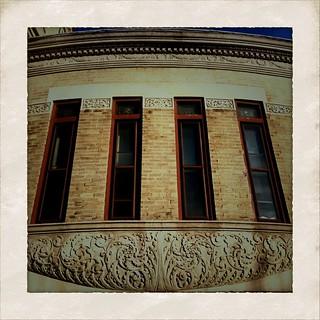 Crown Heights, 4 windows