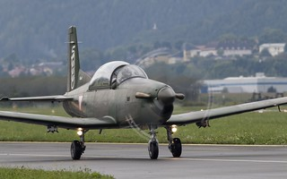 """Austrian PC-7 """"Turbo Trainer"""" taxiing @ LOXZ"""